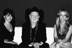 Willie Nelson with Norah Jones (left) and Chaeryl Crow (on the right)