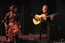 Teye & z'n vrouw Belen on stage